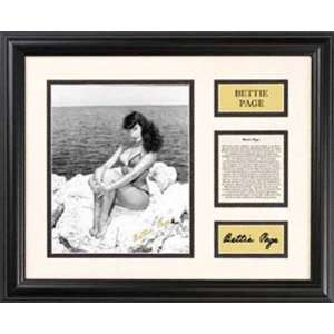 Bettie Page   Beach Sitting   Framed 7 x 9 Photograph